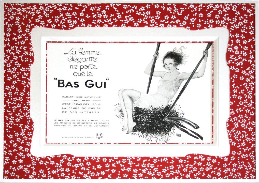 Encadrement publicité ancienne bas marque Gui. Passe-partout chantourné papier fantaisie fleuri rouge, biseau anglais blanc et filet rouge