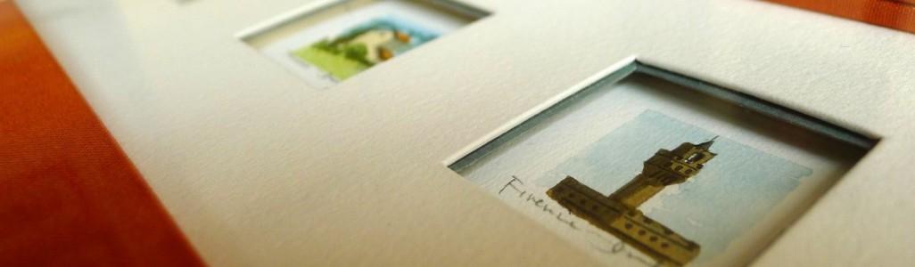 Détail encadrement multi-ouvertures de mini aquarelle de la ville de Florence. Passe partout papier blanc cinq ouvertures. Filet bleu pale. Passe-partout et biseau anglais recouvert de toile encollée orange