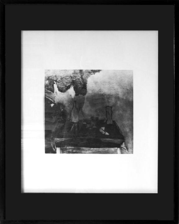 Encadrement tirage photo noir et blanc. Passe-partout papier noir sur hausse. Baguette bois laqué noir.