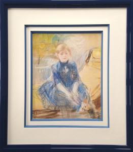 Encadrement pastel de Renoir avec double passe partout papier blanc cassé et biseaux anglais papier bleu. Baguette en bois vernis bleu foncé.